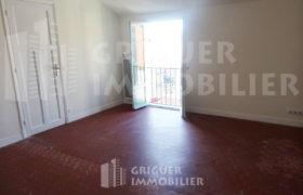 Location 2 pièces dernier étage centre ville Nice, proche Lycée Masséna et Promenade du Paillon