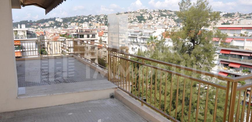 Location appartement 4 pièces grande terrasse dernier étage Nice