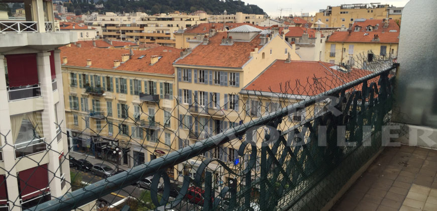 Location 2 pièces dernier étage Nice centre ville