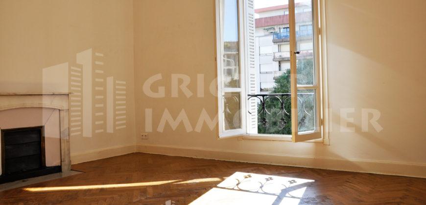 Location studio 32 m² centre ville de Nice, proche Nice Etoile